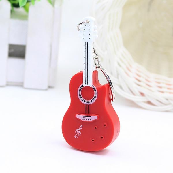 Přívěsek na klíče ve tvaru kytary jako led baterka červená barva